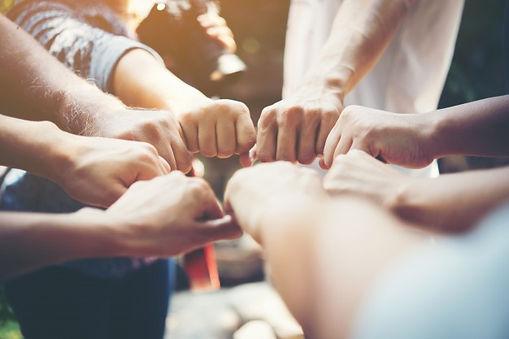 fuerza-personas-manos-exito-reunion_1150