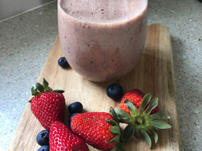 Banana Cacao and Berry Smoothie
