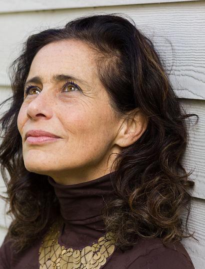 אישה אופטימית גיל מעבר.jpg
