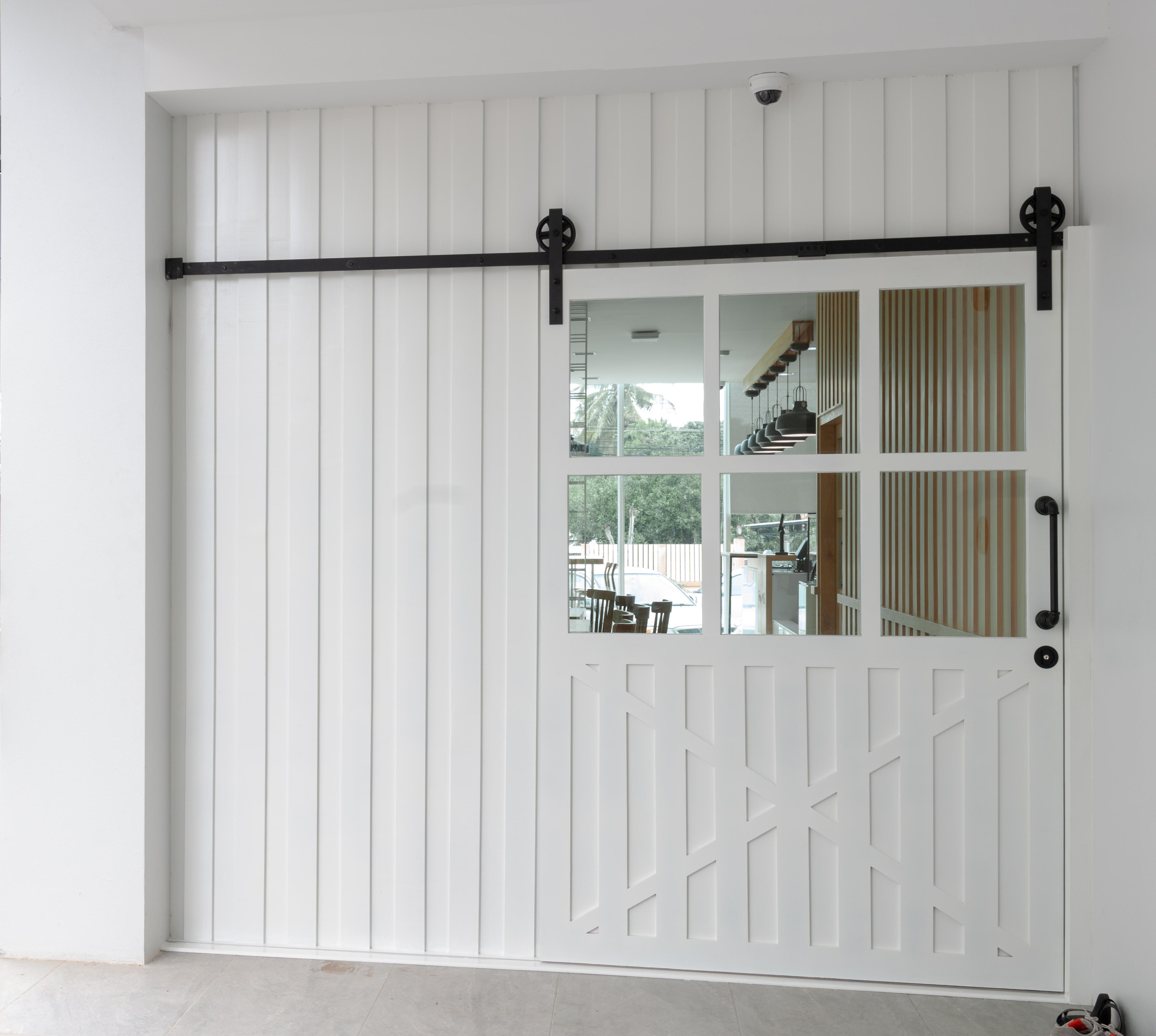 INT-Barn door style