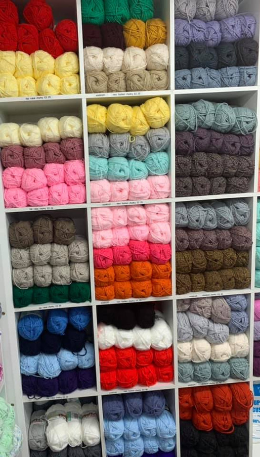 Chunky-wool-yarn-blue-pink-yellow-white-grey-red-yellow-navy-black-orange.jpg