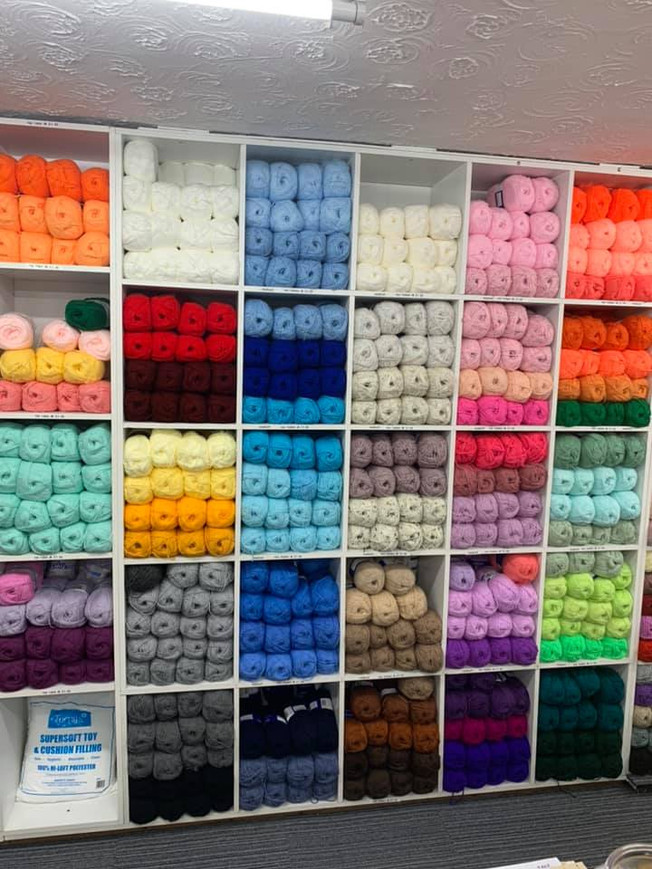 Chunky-wool-yarn-blue-pink-yellow-white-grey-red-yellow-navy-black-orange-various-colours.