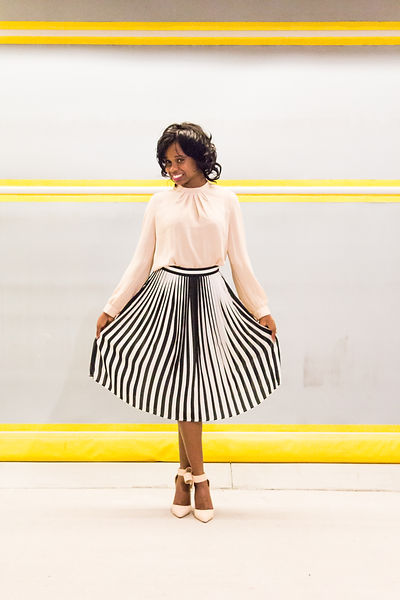 Altimese Nicole poses in Atlanta's Ponce City Market showcasing a fabulous vintage inspired outfit