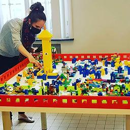 Mevrouw sjo-bizz aan de LEGO!.jpg