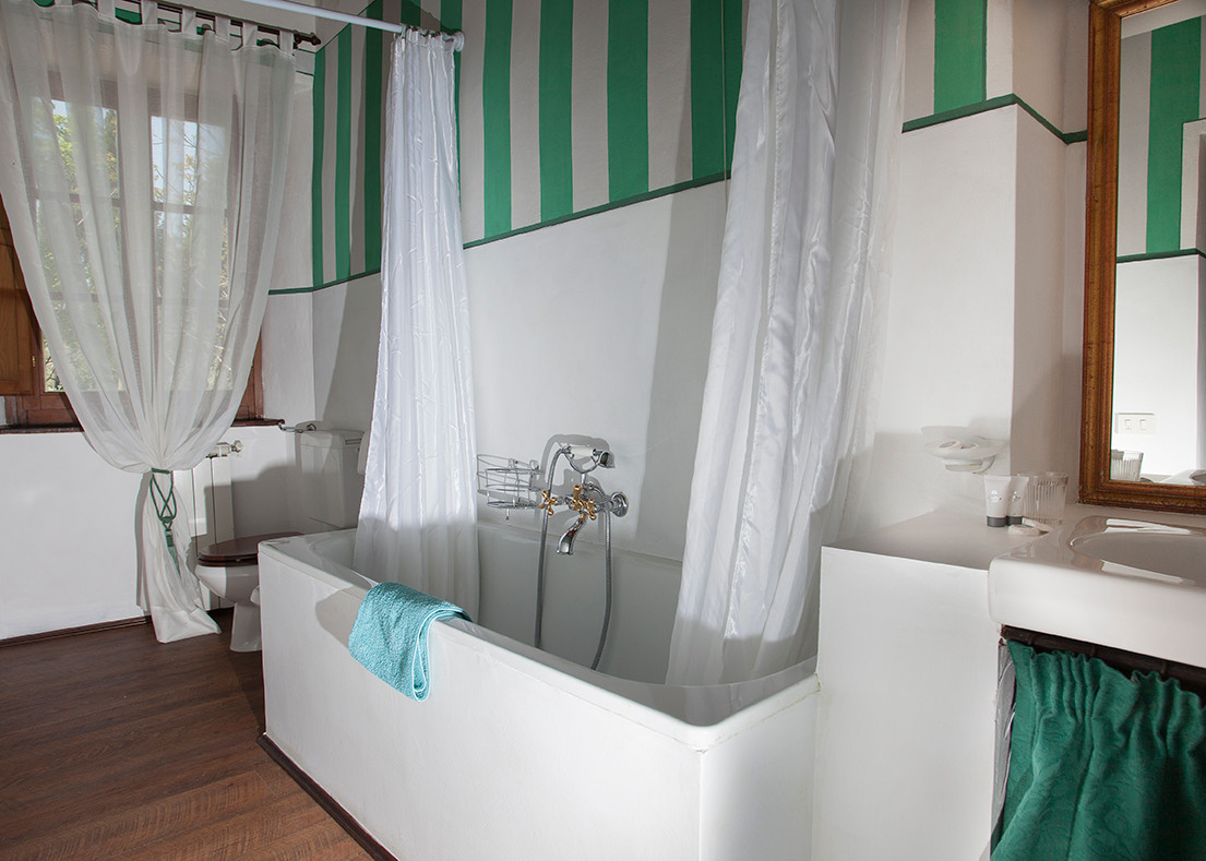 Bedroom 2: Hixfleur Bathroom