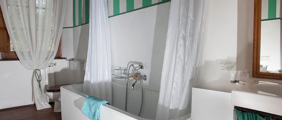 Bedroom 2: Hixfleur Bathroom