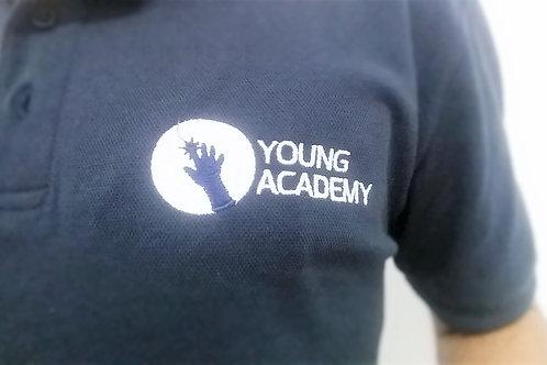 חולצת פולו כחולה Navy רקומה של האקדמיה הצעירה