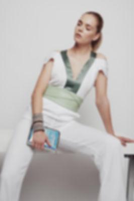 Model im Hosenanzug von Leonie Mergen