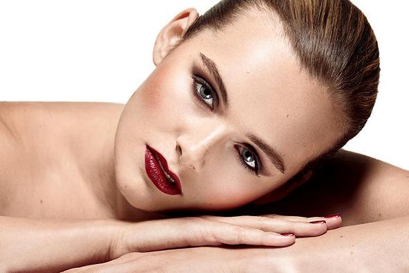 Beautyeditorial mit Charlotte von Faze Models
