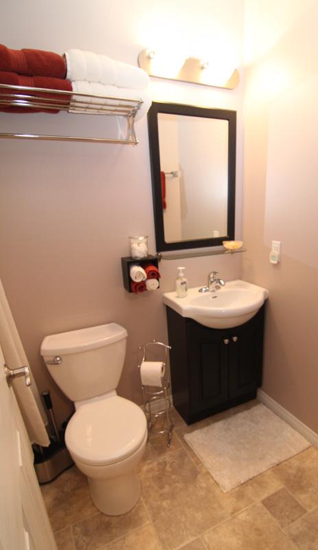 Bathroom+1b+800px