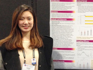 Xiaowen shows a poster at SfN