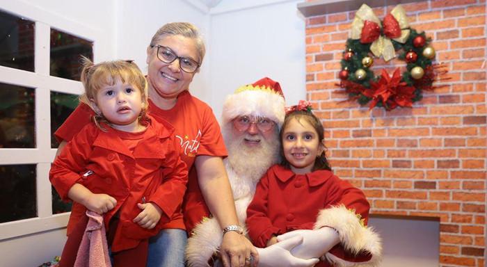 Visitantes na casa do Papai Noel