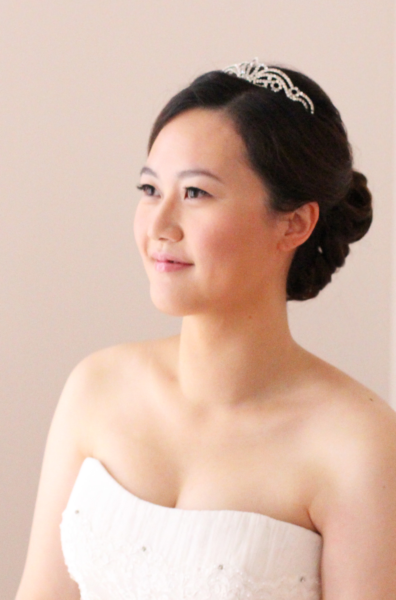 Sleek Taiwanese bride makeup hair