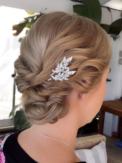 Wedding hair updo for shorthair