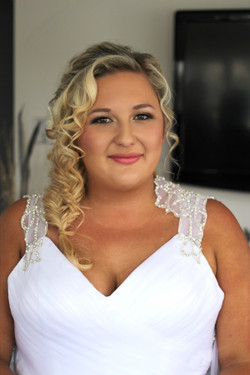 beach wedding hairstyle makeup