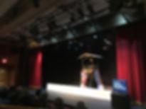 観客と字幕.jpg