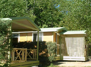 Camping-Fontpedrouse_Espace-chalets.jpg
