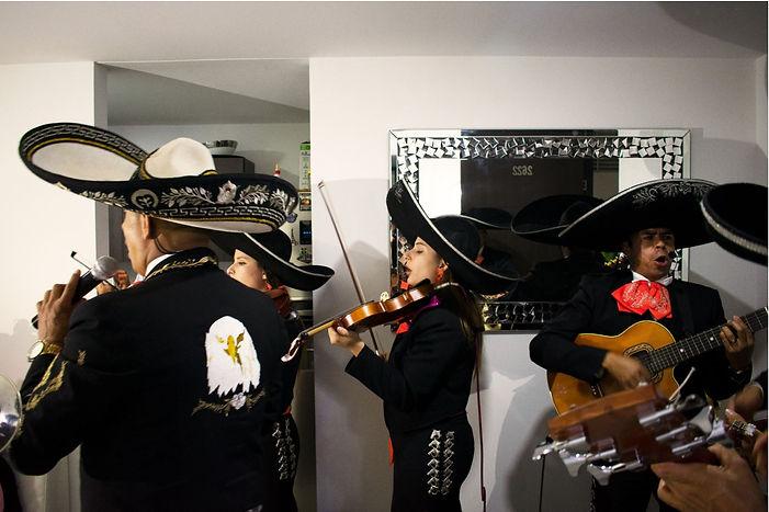 mariachis en el retiro