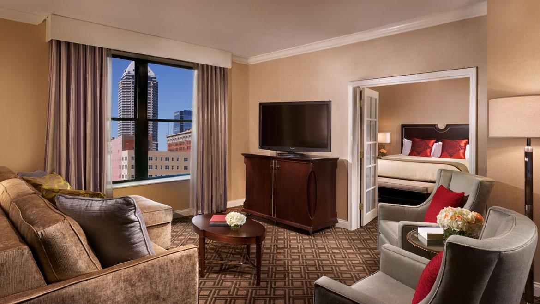 indsev-omni-severin-hotel-suite-living-r