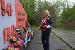 Возложение цветов к памятнику в п