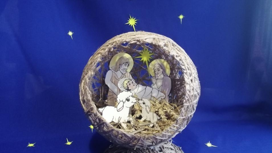 Добавим фон и создадим видимость ночного неба с звёздами и луной