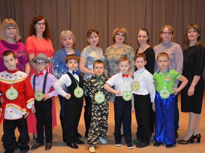 Участники, родители, жюри конкурса Юный
