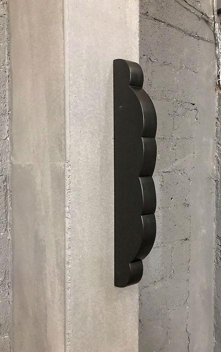 Sem título. 2019. Madeira e laca. 65 x 5 x 15 cm