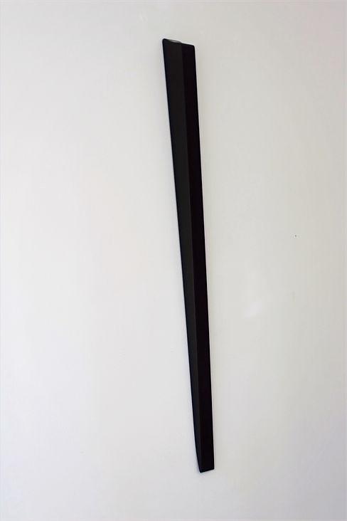 Sem título. 2019. Madeira e laca. 130 x 100 x 4 cm