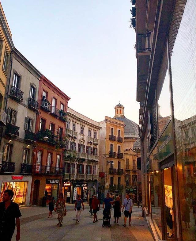 Via Manno, una de las calles comerciales de Cagliari. Fuente: IG @_tafri_