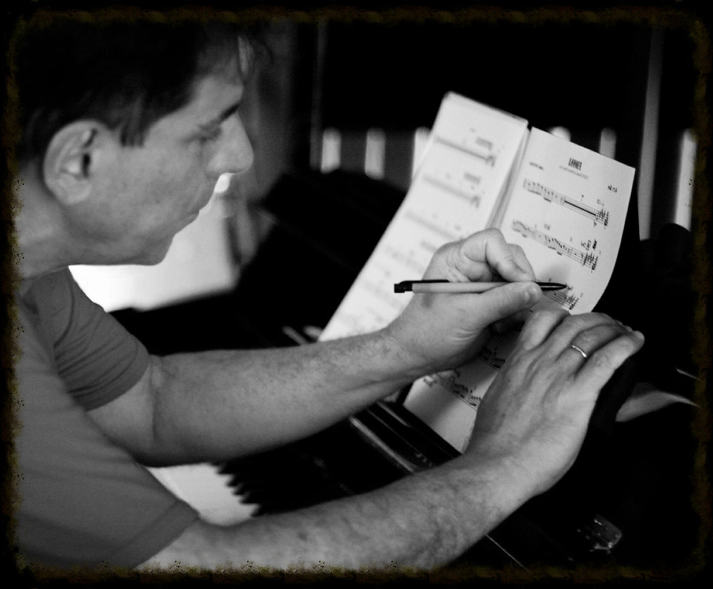 Lannie Battistini composing.
