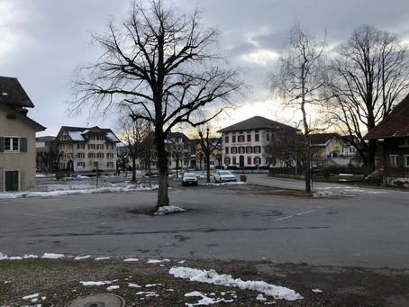 Was hat die Dorfplatzgestaltung mit dem Gass 1911 Projekt zu tun?