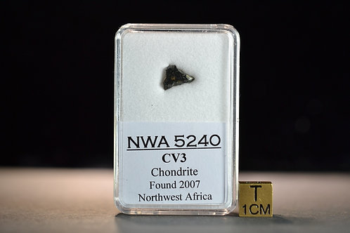 NWA 5240 - Chondrite CV3 - found 2007 in Northwest Africa - fragment - 0.3 g