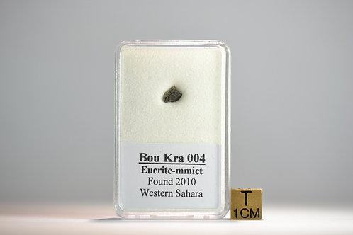 Bou Kra 004 - Eucrite-mmict - found 2010 Western Sahara - small fragment - 85 mg
