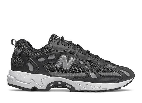 New Balance ML 827AAAG Sneakers | black