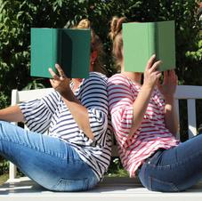»Eva Reisinger ist es gelungen mit ihrem frischen, unkomplizierten Schreibstil und ihrem Feuerwerk an grandiosen Geschichten (...), ein unvergleichliches Leseerlebnis zu schaffen – von der ersten bis zur letzten Seite. Ich hätte noch endlos weiterlesen können.«