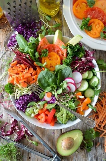Cut vegetables, avocado, radish, spinach, red pepper, salad