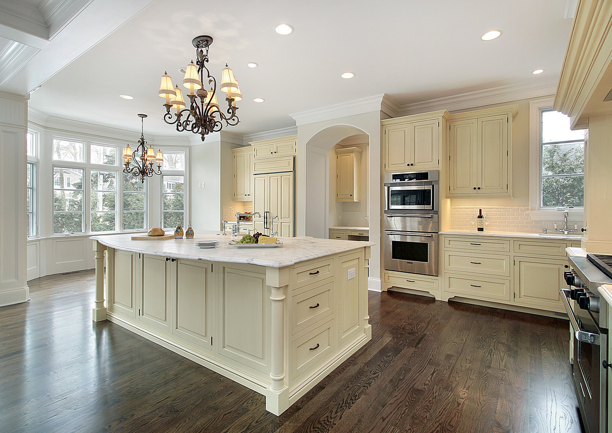 MARBLE KITCHEN WITH OGEE EDGE