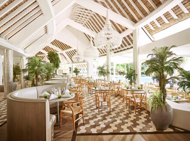 2 Hotel Mauritius Restaurant.jpg
