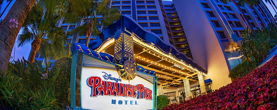 Paradise Pier Hotel, Disneyland