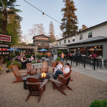 Outdoor dining in Calistoga