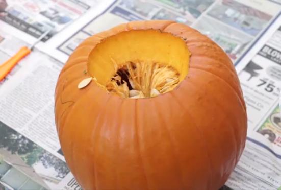 zanflare-how to make a pumpkin lantern