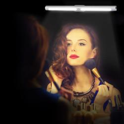 镜前感应灯情景图