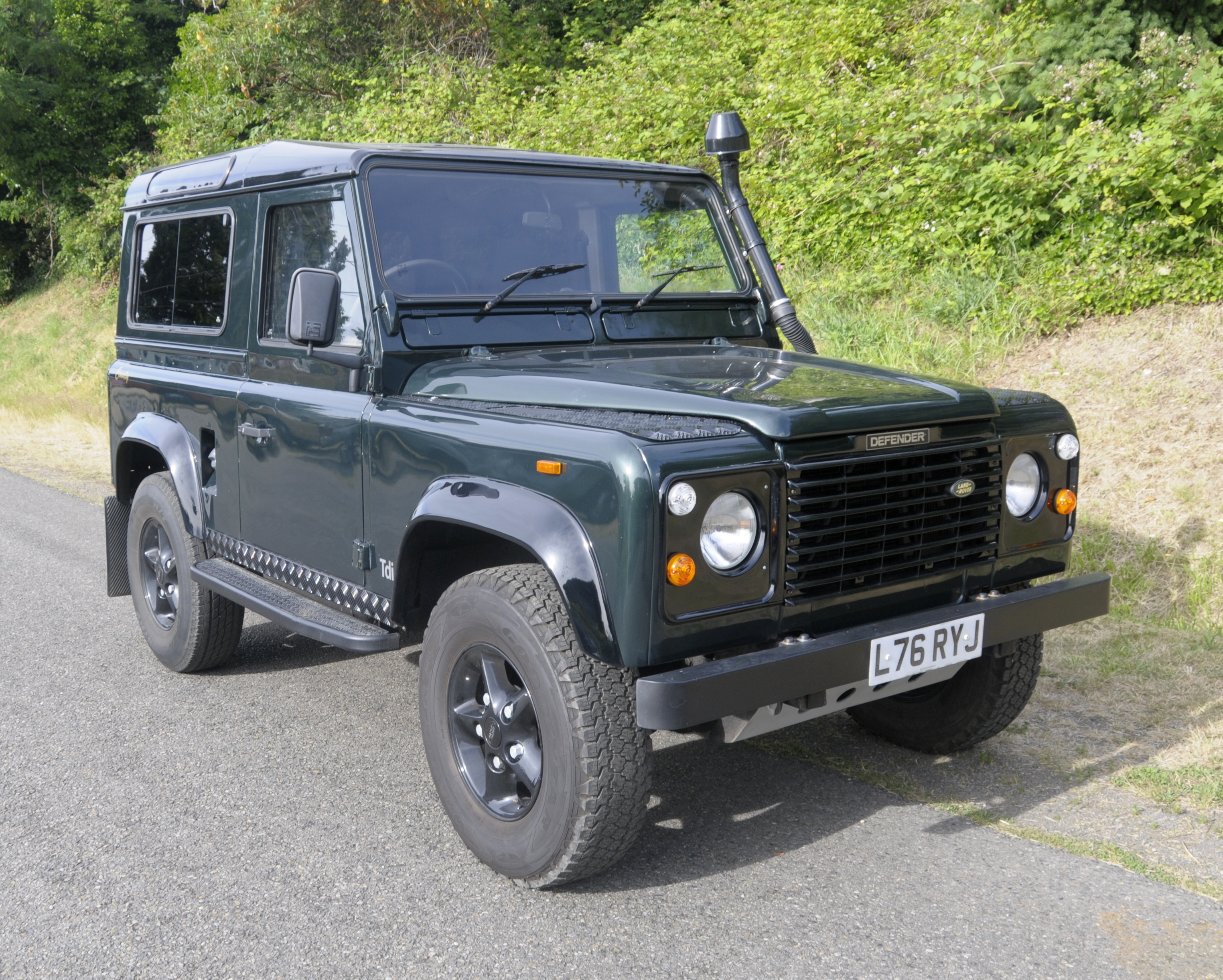 Dark Green 1994 Defender 90 (1)