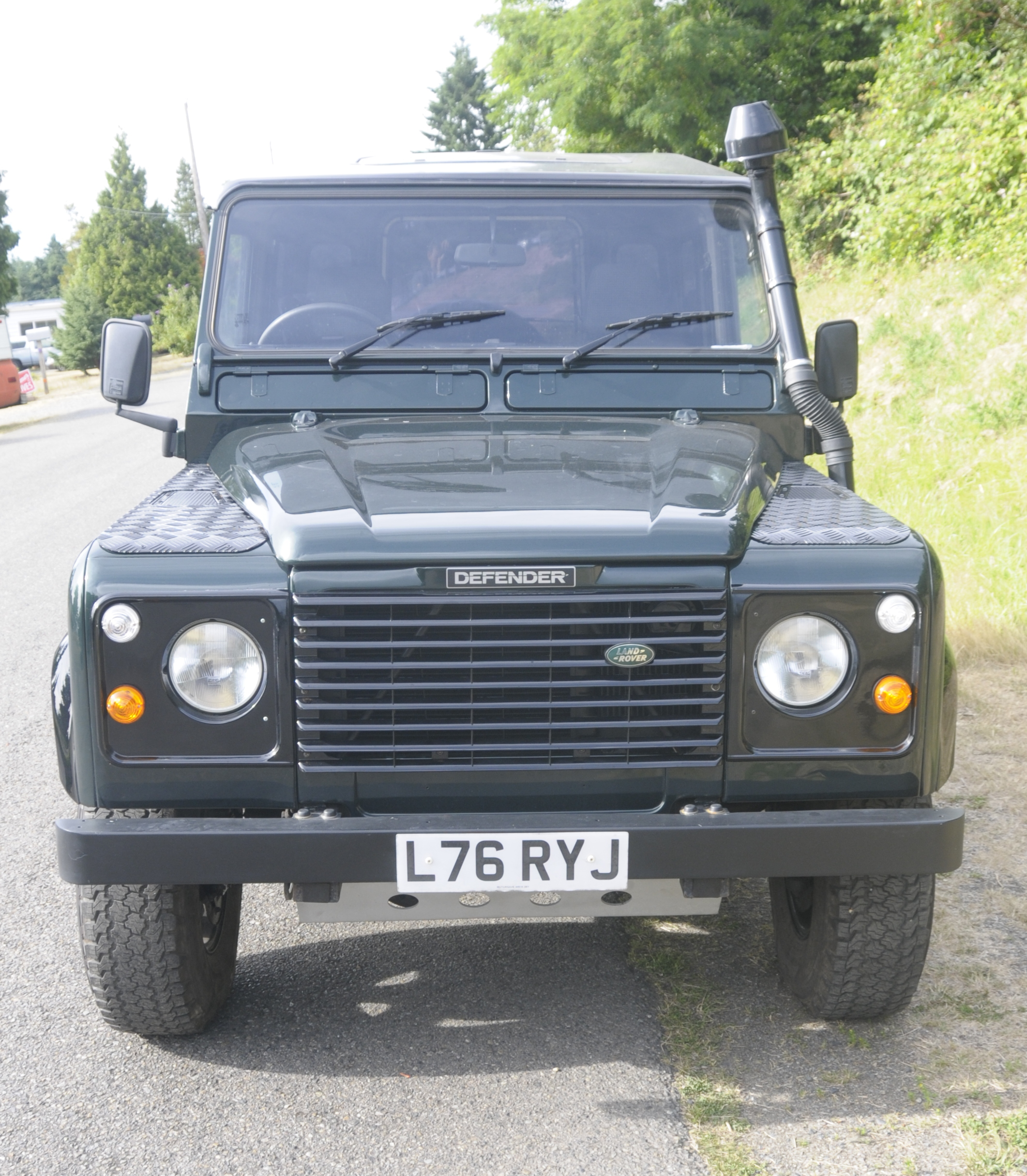 Dark Green 1994 Defender 90 (2)