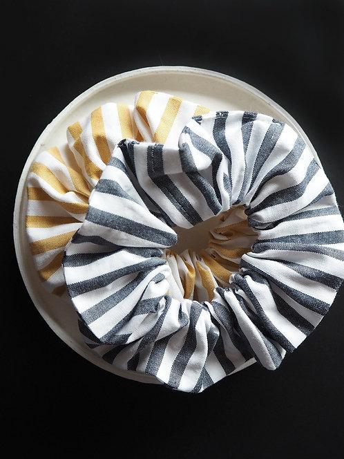 Scrunchie aus gestreiftem Popeline von börd shört | navy oder tawny olive