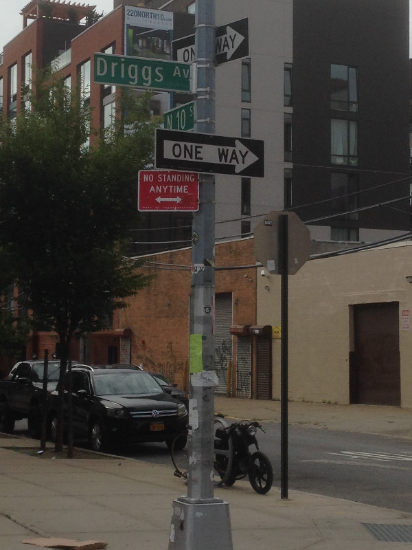 Picture of street sign in NYC, driggs ave and north 10th street