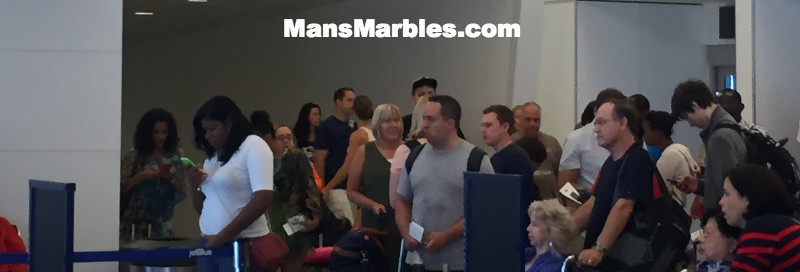 Passenger Shaming: Crowd gathering whie waiting to board flight before row is called #2