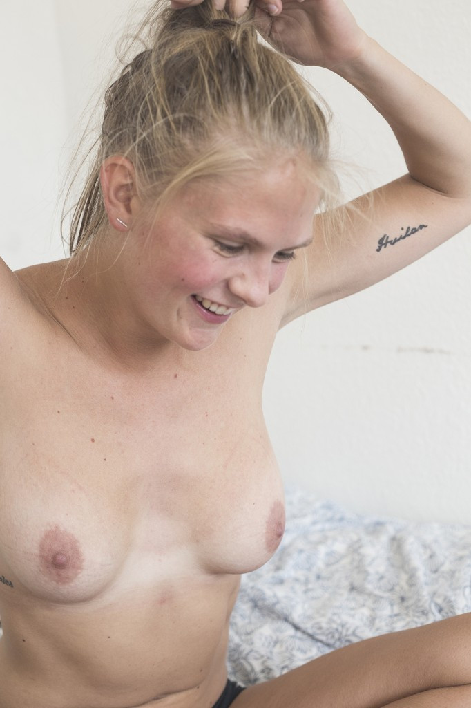 Anti-revenge porn activist Emma Holten consents to nude pictures #9