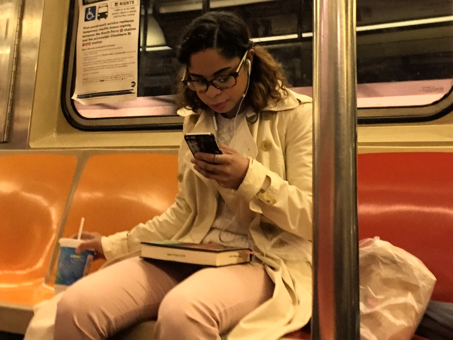 2 girls womanspreading across 4 seats while eating food on the train #4