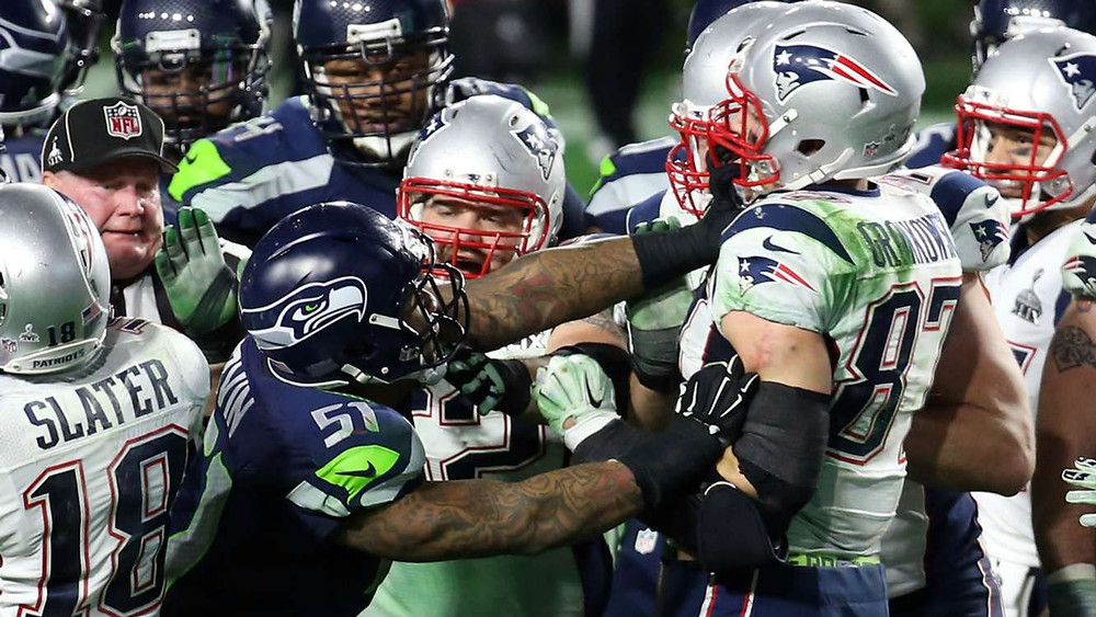Irvin pushing Gronkowski during the Seahawks vs Patriots Super Bowl XLIX brawl
